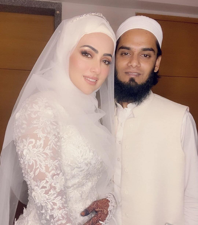 Love Story of Sana Khan and Maulana Mufti Anas