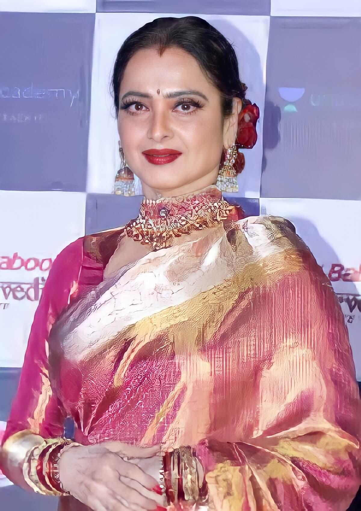 Rekha still apply Sindoor